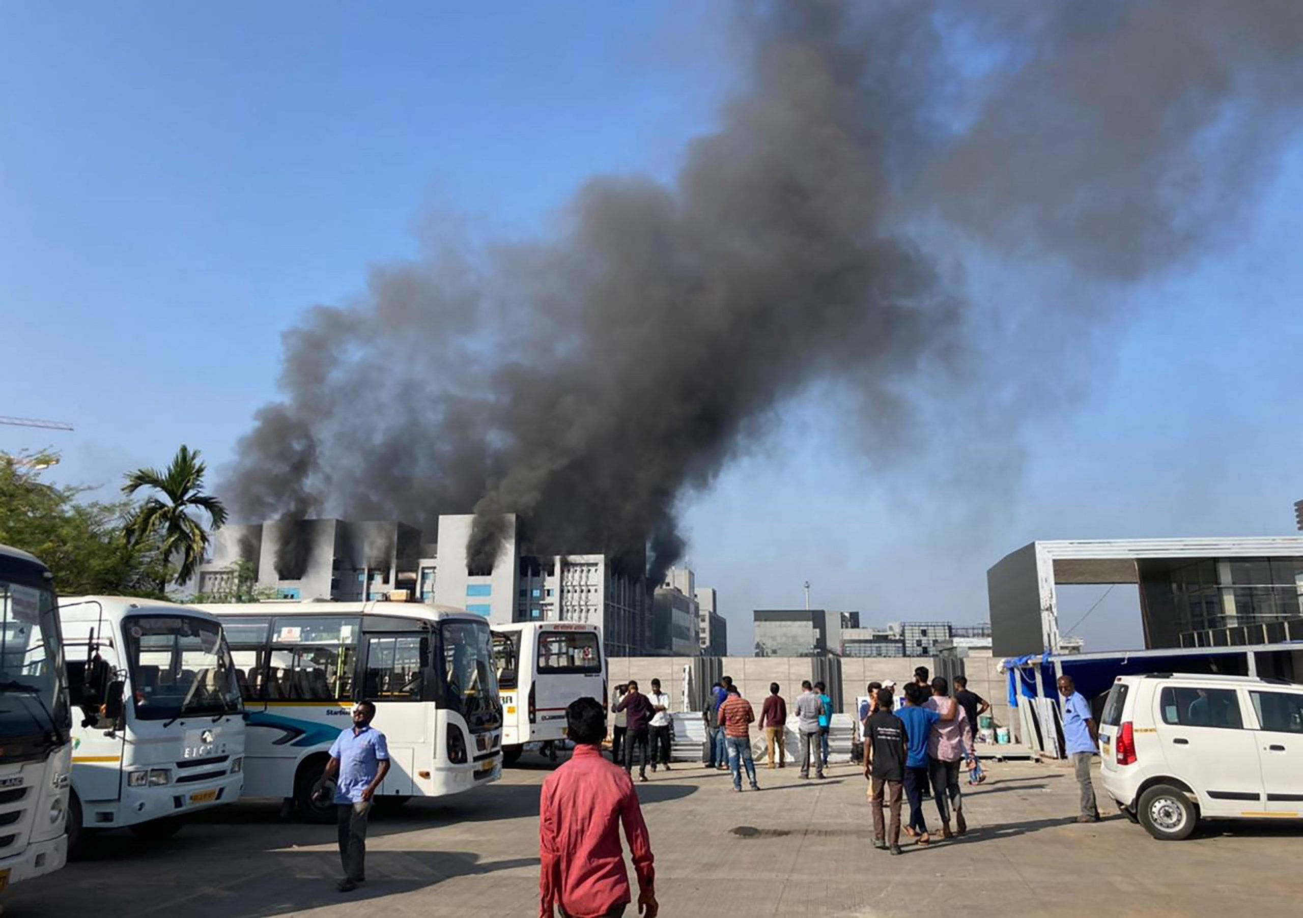 A fire hits an Indian building producing COVID-19 vaccines