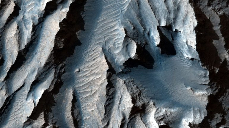 Check out these new photos of 'Grand Canyon of Mars'
