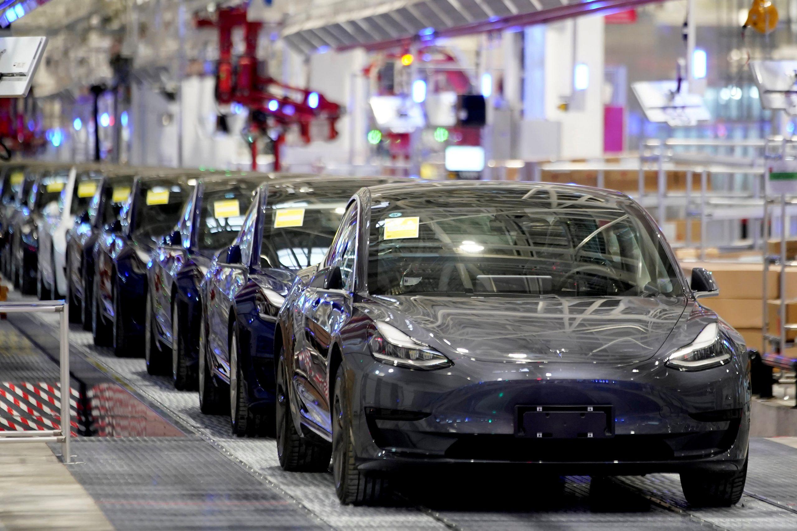 It is said that a Tesla Model 3 car explodes in a Shanghai garage